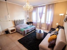 Huge Stylish Apartment Monroe 1 / City Centre, апартамент в Пловдив