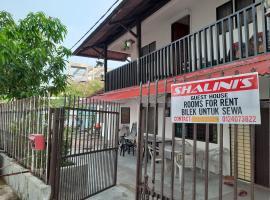 Shalinis guest house sea view, homestay in Batu Ferringhi