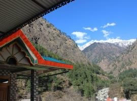 Moonlight Cafe chojh, beach hotel in Kasol
