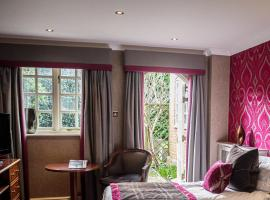 Langshott Manor - Luxury Hotel Gatwick, hotel in Horley