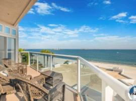 TOP FLOOR CORNER LUXURY PENTHOUSE CONDO WITH OCEAN VIEWS, apartment in Long Beach