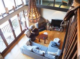 Espectacular apartamento de montaña en Alp, hotel in Alp