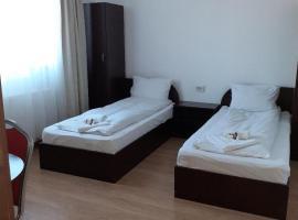 Old Pensiunea Otopeni, bed & breakfast a Otopeni