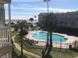 Sunny Daze Beachfront Condo, apartment in Galveston