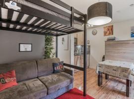 Modern and bright flat in Montevrain, 7 min to Disneyland Paris - Welkeys, hotel in Montévrain
