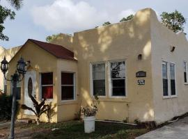 ADORABLE 3/1 HOUSE 4012 GARDEN AVE, villa in West Palm Beach