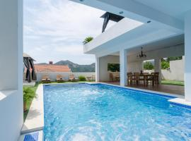 Villa Luciana Residence, holiday home in Mlini