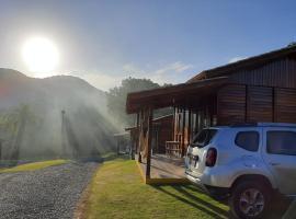 Verde & Mar Chalés, cabin in Penha