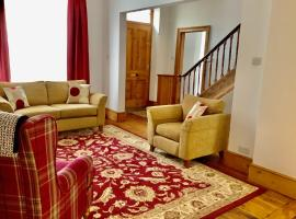 Scarborough House - Adults only holiday home, holiday home in Torquay