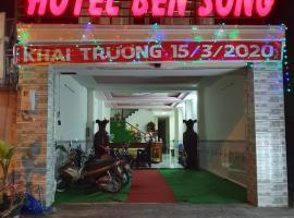 HOTEL BẾN SÔNG 1056 Hà Huy Giáp, hotel in Ho Chi Minh City