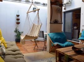 Le Petit Patio, hotel in Aigues-Mortes