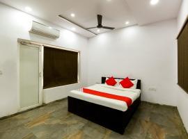 Vaccinated Staff- OYO 67656 Nisarg Resort, hotel in Jabalpur