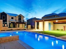 Villa Serenity On The Terrace, hotel in Mandurah