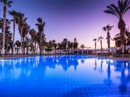 Louis Phaethon Beach, hotel in Paphos City