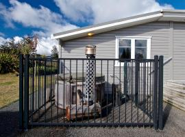 Hot Tub Haven - National Park Holiday Home, hotel in National Park