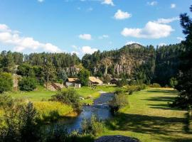 Tranquil Retreat on Creek with Deck on 30 Acres, vacation rental in Rapid City
