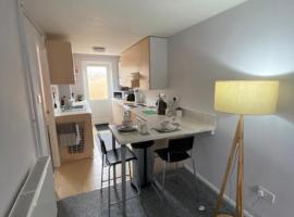 Bradley Stoke Self Contained Ground Floor Apartment, hotel near Wild Place Project, Bristol