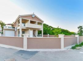 Alluring Apartment in Vir near Sea Beach, budget hotel in Vir