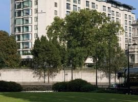 Four Seasons Hotel London at Park Lane, hotel near Buckingham Palace, London