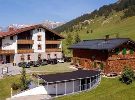 Gasthaus & Pension Alphorn, hotel in Lech am Arlberg