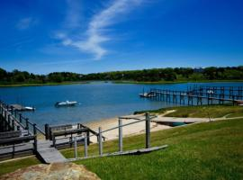 #455: Walk to water w/ stunning ocean views, on a quiet road w/ manicured yard., hotel in Eastham