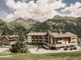 Hotel Goldener Berg, Hotel in Lech am Arlberg
