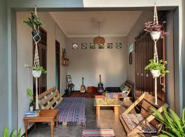 One More Night Hostel, hotel with parking in Yogyakarta