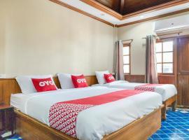 OYO 736 Green Poshtel, hotel near Tiger Muay Thai and MMA Training Camp, Phuket