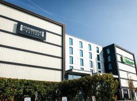 Staybridge Suites London Heathrow - Bath Road, hotel near Northwood Tube Station, Hillingdon