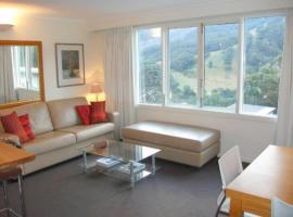 Thredbo Village 3-Bedroom unit with Fantastic Views, hotel in Thredbo