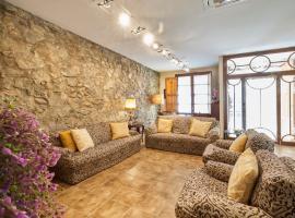 30min to Barcelona, Groups Families, AC WiFi, Beach Stylish House, hotel in Premiá de Mar
