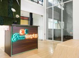 Green Stay Inn Aeropolis, inn in Tangerang