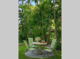 Design District Remodeled 3 Bedroom w Pool, villa in Miami