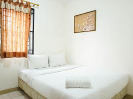 Homey and Warm 2BR Mediterania Palace Apartment By Travelio, hotel in Jakarta