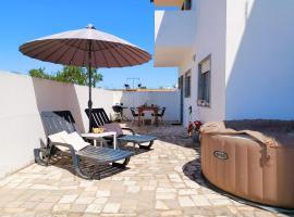 3 Bedroom Apart with Private Terrace and Jacuzzi - Ferragudo, hotel en Ferragudo