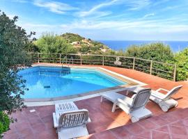 Wonderful seaview and pool: Casa Rosa 3, hotel in Costa Paradiso