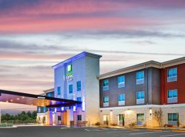 Holiday Inn Express & Suites Junction, an IHG Hotel, hotel di Junction