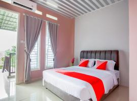 OYO 3073 Twin House Syariah, hotel in Padang