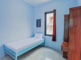 OYO Life 3183 Kost Putri Biru Sigura-gura, hotel near Lembah Dieng Water Park, Malang