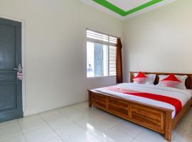 OYO 3210 Villa Aisya, hotel in Batu