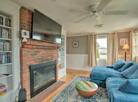 Waterfront Cape Cod Home with Sunroom and Fire Pit, hotel in Eastham