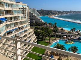 Frente a la Bahía en San Alfonso del Mar, hotel en Algarrobo