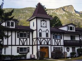 Fawn Valley Inn 2 Bedrooms by Rocky Mountain Resorts, vacation rental in Estes Park