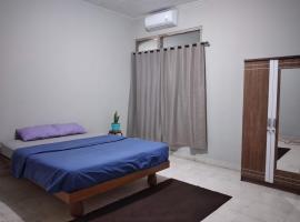 Basic Room in Central Denpasar, hotel in Denpasar