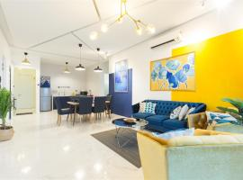 The Blue @ 3 Bedroom Seaview Arte S @ FREE WIFI, apartment in George Town