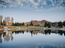 Park-Hotel Lake Aya, hotel with pools in Rybalka