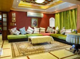 Stylish Luxury Spacious Apartments Cairo, luxury hotel in Cairo