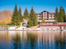 Парк-Отель Ая, отель в Рыбалке, рядом находится Озеро Ая