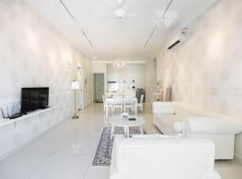 The Romance @ Arte S @ 500MbpsWIFI @ 3房式豪华池景公寓, apartment in George Town