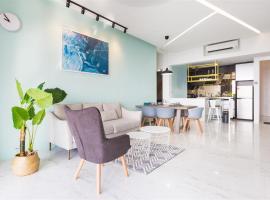 The Top Seaview @ 3 Bedroom Arte S @ 500MbpsWIFI @ 3房式豪华海景公寓, hotel in George Town
